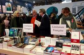 The Paris book fair opens up to other nations but is a key vehicle to champion French literature.  (L. Bryant/VOA)