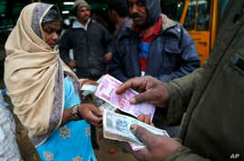 Traders transact at a wholesale vegetable market in Bangalore, India, Dec. 30, 2016. India yanked most of its currency bills from circulation without warning, delivering a jolt to the country's high-performing economy.