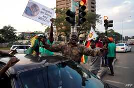 Zimbabweans celebrate following the resignation of President Robert Mugabe, in Harare, Zimbabwe, Nov, 21, 2017.