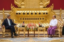 U.S. Secretary of State John Kerry, left,  talks with Myanmar President Thein Sein during their meeting at the Presidential hall outside the venue of the 47th ASEAN Foreign Ministers' Meeting in Naypyidaw Saturday, Aug. 9, 2014. (AP Photo/Nicolas Asf