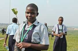 Ugandan schoolchildren end the International Children's Climate Change Conference by planting seedlings, Kampala, Uganda, July 12, 2014. (Hilary Heuler / VOA News)