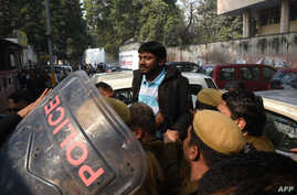 Indian student union leader Kanhaiya Kumar (C) is escorted by police into Patiala Court for a hearing in New Delhi on Feb. 17, 2016.