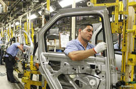 Employees work on the assembly line at the Renault plant in Sao Jose dos Pinhais August 2, 2012. President of the Brazilian branch for French automaker Renault SA Olivier Murguet said on Thursday that Renault SA plans to expand the capacity of its Br