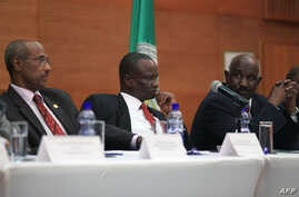 FILE - (From L) Chairperson of the Intergovernmental Authority on Development (IGAD) Special Envoys Negotating team Seyoum Mesfin, South Sudan leader of the opposition's negotiating team Gen Taban Deng and IGAD special Envoy Mohammed Ahmed Mustefa li