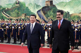 Venezuela's President Nicolas Maduro (front R) walks with China's President Xi Jinping during a welcome ceremony at the Great Hall of the People in Beijing, January 7, 2015. REUTERS/Andy Wong/Pool (CHINA - Tags: POLITICS) - RTR4KC2S