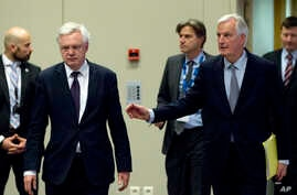 British Secretary of State for Exiting the European Union David Davis, second left, and European Union chief Brexit negotiator Michel Barnier arrive for a media conference at EU headquarters in Brussels, Belgium, Dec. 4, 2017.