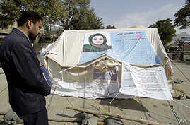 A man visits the tent of Afghan lawmaker from western Herat province, Simeen Barakzai, as she continued her fast for the eight consecutive day in Kabul, October 9, 2011.