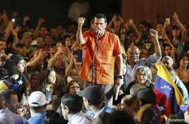Venezuela's opposition leader and presidential candidate Henrique Capriles (C) speaks during a meeting with students in Maracaibo, March 18, 2013.