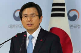 Acting South Korean President Hwang Kyo-ahn speaks during a press conference at the government complex in Seoul, South Korea, Dec. 9, 2016.