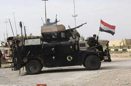 Iraqi security forces prepare to attack Islamic State extremists at Camp Speicher, the front line in Tikrit, 80 miles (130 kilometers) north of Baghdad, March 12, 2015.