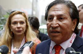 Former Peru's President Alejandro Toledo and his wife Eliane Karp arrives to the 2015 IMF/World Bank Annual Meetings in Lima, Peru, Oct. 8, 2015.