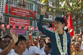 Suu Kyi Files Papers to Run for Burmese Parliament