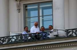 Iranian Foreign Minister Mohamad Javad Zarif holds a meeting on a balcony of the Palais Coburg where closed-door nuclear talks take place in Vienna, Austria, July 11, 2015.