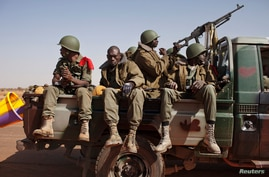 Malian soldiers heading to Gao in a pickup truck arrive in the recently liberated town of Douentza, January 30, 2013. French troops took control on Wednesday of the airport of Mali's northeast town of Kidal, the last urban stronghold held by Islamist