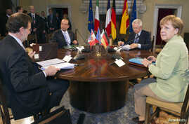 (From L) Spanish Prime Minister Mariano Rajoy, French President Francois Hollande, Italian Prime Minister Mario Monti and German Chancellor Angela Merkel attend a meeting at the Villa Madama in Rome, June 22, 2012.