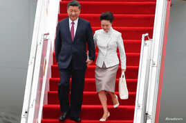 Chinese President Xi Jinping and his wife, Peng Liyuan, arrive in Hong Kong, ahead of celebrations marking the 20th anniversary of the city's handover from British to Chinese rule, June 29, 2017.