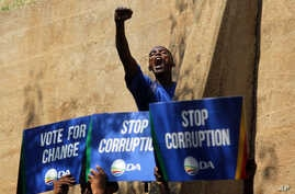 An opposition Democratic Alliance (DA) supporter voices his support after a protest march to the Constitutional Court in Johannesburg, April 15, 2016.