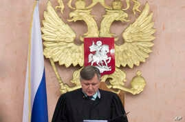 Russia's Supreme Court judge Yuri Ivanenko reads the decision in a court room in Moscow, April 20, 2017.  Russia's Supreme Court has banned the Jehovah's Witnesses from operating in the country, accepting a request from the justice ministry that the