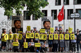 Activists of Amnesty International stage a protest against the detention of the head of Amnesty International in Turkey, Taner Kilic, in front of the Turkish Embassy in Berlin, Germany, June 15, 2017.