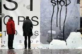 A creation by French artist Francois Barge 'Message de glace' (Ice Message),  to denounce global warming, 06 Dec 2009