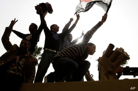 Egyptians Defy Curfew in Fifth Day of Mass Protests