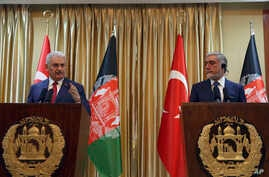 Turkish Prime Minister Binali Yildirim, left, and Afghanistan's Chief Executive Abdullah Abdullah, speak during a press conference in Kabul, Afghanistan, April 8, 2018.