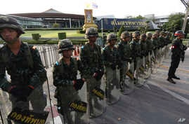 Thai soldiers stand in line blocking the entrance to the Army Club in Bangkok, Thailand, May 22, 2014.
