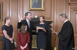 Chief Justice John Roberts administers the constitutional oath to Brett Kavanaugh at the Supreme Court building in Washington, Oct. 6, 2018, with the new justice's wife, Ashley, holding the Bible and their daughers looking on. (F. Schilling/Collectio