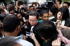 Gooi Soon Seng, lawyer for Indonesia suspect Siti Aisyah in the ongoing assassination investigation, is surrounded by journalists inside Sepang court in Sepang, Malaysia Wednesday, March 1, 2017.