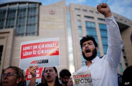 Journalists and activists gather outside the court in Istanbul, July 28, 2017, protesting against the trial of journalists and staff from the Cumhuriyet newspaper.