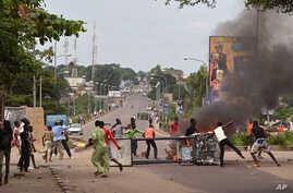 Anti-government protestors block a road and  burn tires during a protest against a new law that could delay elections to be held in 2016, in Kinshasa, Democratic Republic of Congo, Jan. 19, 2015.