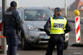 """French and German police conduct a control at the French-German border at the """"Le Pont de l'Europe"""" bridge in Strasbourg, France, to check vehicles and verify the identity of travellers as security measures continue, Dec. 22, 2016."""