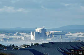 Koeberg Nuclear Power Station, about 30 kilometers north of Cape Town, is owned and operated by South Africa's power utility Eksom, January 18, 2007 (file photo)