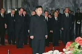 Kim Jong Il's Son Pays Last Respects at Open Casket