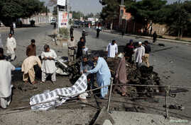 Police and rescue officials cover a body after a blast in Quetta, Pakistan, June 23, 2017.