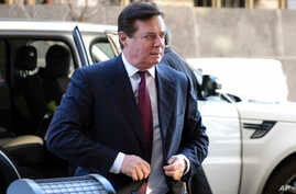 Former Trump campaign chairman Paul Manafort arrives at federal court in Washington, Monday, Dec. 11, 2017.