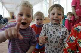Kids look on in the Republican Hospital for Infectious Diseases, which specializes in treating HIV-positive children in Ust-Izhora outside St. Petersburg, Russia, Tuesday, May 30, 2006. (AP Photo/Dmitry Lovetsky)