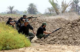 Iraq Shi'ite fighters prepare to fight militants from the extremist Islamic State group in Jurf al-Sakhar, 43 miles (70 kilometers) south of Baghdad, Iraq, Aug 18, 2014.