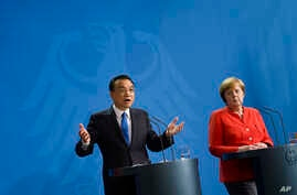 German Chancellor Angela Merkel, right, and Chinese Premier Li Keqiang brief the media during a meeting at the chancellery in Berlin, July 9, 2018.