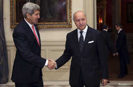 French Foreign Affairs Minister Laurent Fabius (R) welcomes U.S. Secretary of State John Kerry at the Foreign Affairs ministry in Paris, October 22, 2013.
