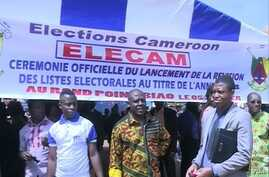 Cameroon elections management body, ELECAM officials encourage the population to register in Bafoussam, Jan. 5 2018.