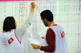 An election official writes counted votes on a board at a polling station in Tunis, Tunisia, Monday, Nov. 24, 2014. A veteran politician from the previous regime that ran on a platform of restoring the prestige of the state took the lead in Tunisia's...