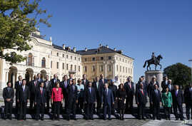 G20 summit participants pose for the family picture in St.Petersburg, Sept. 6, 2013.