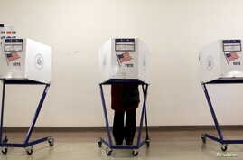 A voter is seen at a polling station during the New York primary elections in the Manhattan borough of New York City, April 19, 2016. Many voters in New York state complained of technical problems and disenfranchisement.