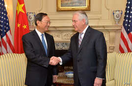 U.S. Secretary of State Rex Tillerson shakes hands with Chinese State Councilor Yang Jiechi at the U.S. Department of State in Washington, D.C.,Feb. 28, 2017.