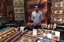 The annual Art Market at the Smithsonian National Museum of the American Indian features traditional Native crafts, including textiles, jewelry and baskets. (J.Taboh/VOA)