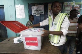 Election official count gubernatorial  ballot papers at the end of voting in one of the polling station in Lagos, Nigeria, April 11, 2015.
