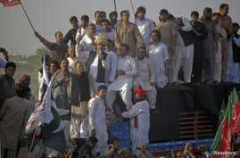 Pakistan Tehreek-e-Insaf (PTI) head Imran Khan, wearing a traditional turban, speaks to supporters during a peace march against U.S. drone strikes from Islamabad to South Waziristan, in Pakistan's northwestern town of Tank October 7, 2012.