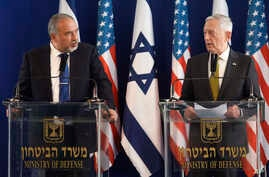 U.S. Defense Secretary Jim Mattis (right) and Israeli Defense Minister Avigdor Lieberman attend a joint press conference at the Defense Ministry in Tel Aviv, Israel, April 21, 2017.