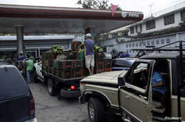 Motorists line up for fuel at a gas station of the Venezuelan state-owned oil company PDVSA in San Cristobal, Venezuela, Nov. 10, 2018.